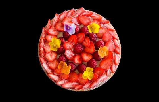 tarte-finie-avec-fleurs-et-corolle-e1523556261770.jpg